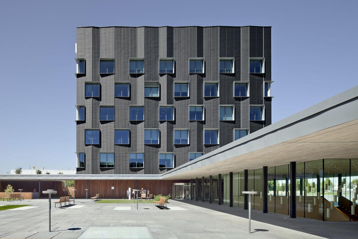 Bach arquitectes sede central banc sabadell hic for Oficinas sabadell madrid