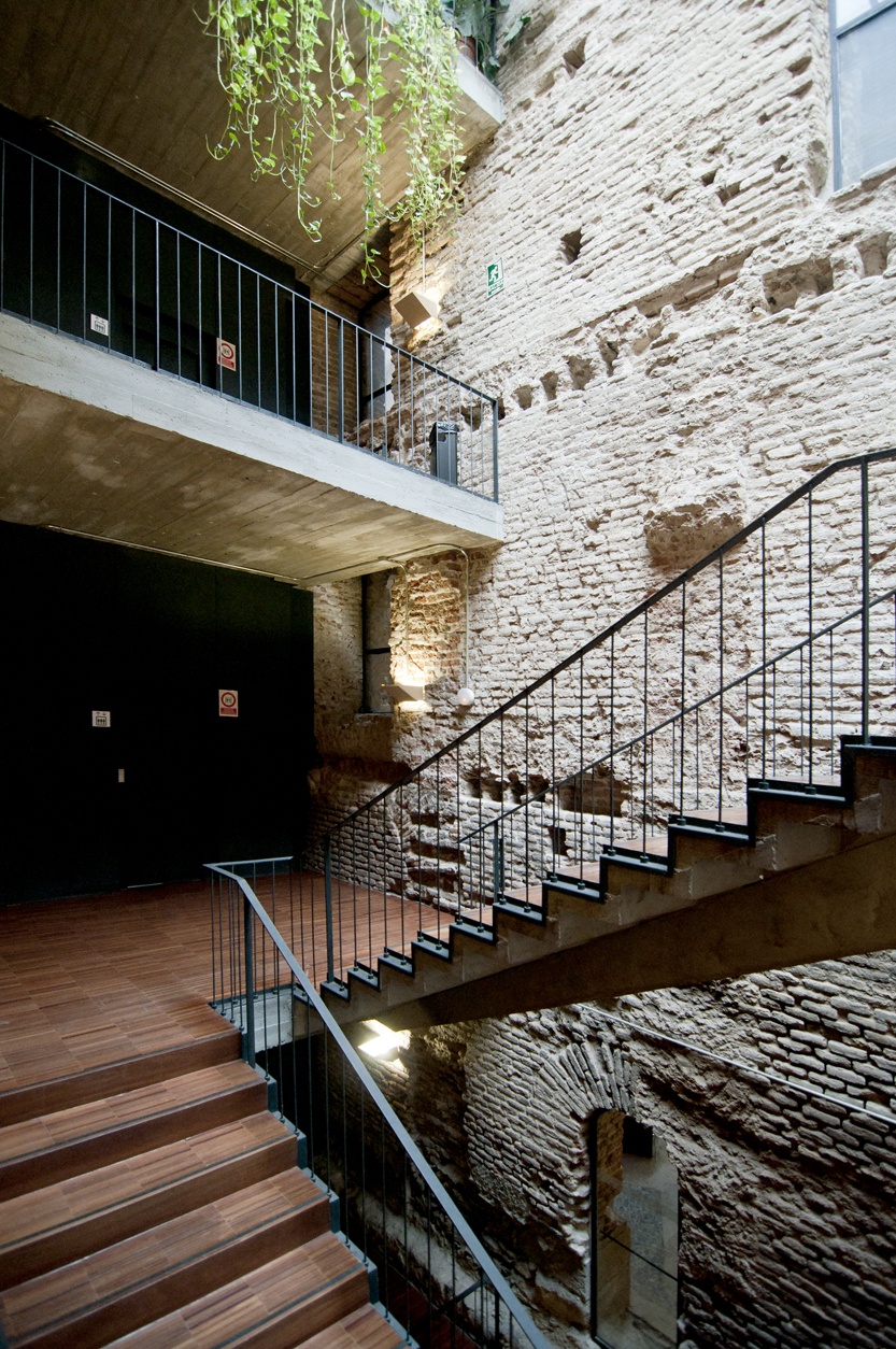 J i linazasoro 2004 centro cultural escuelas p as en for Escuelas pias madrid