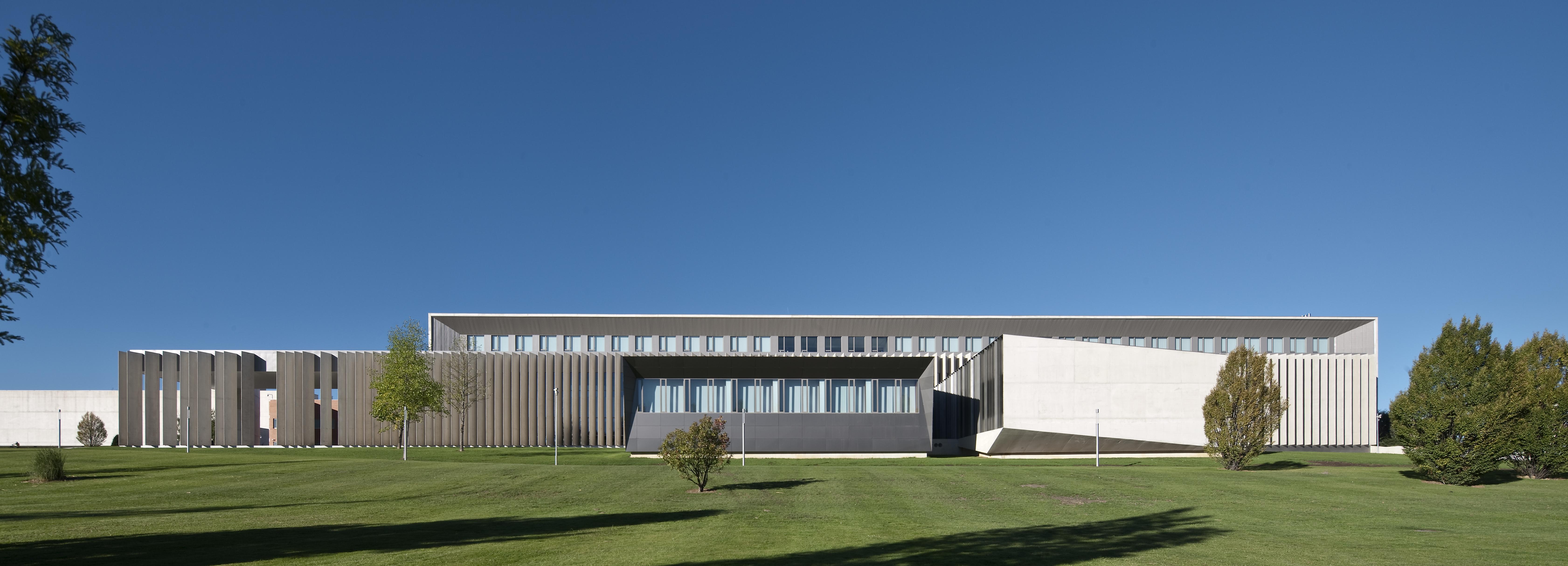Otxotorena arquitectos nuevo edificio de econom a derecho y m sters de la universidad de - Arquitectos en pamplona ...