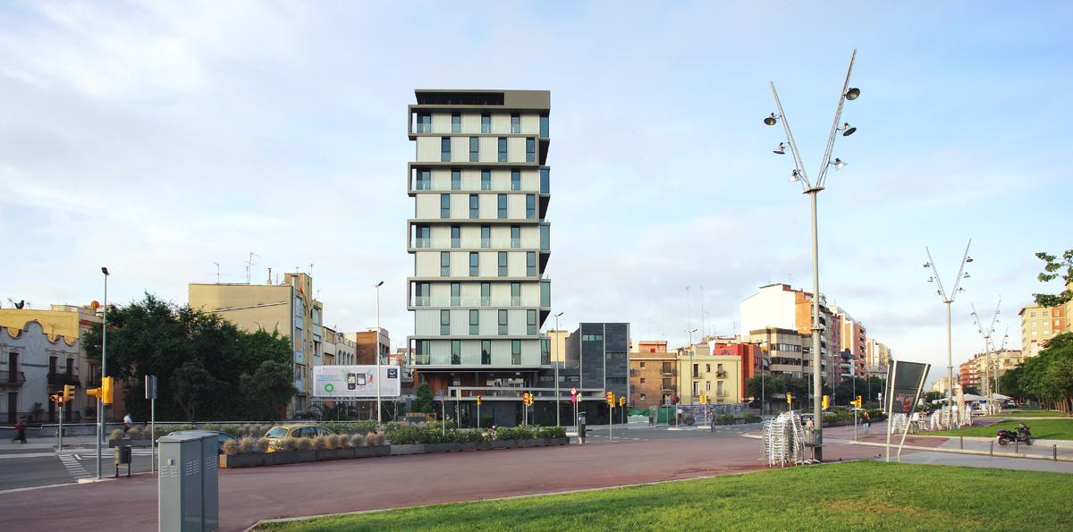 Archikubik > Edificio de 32 viviendas de alquiler   HIC Arquitectura