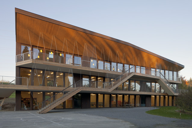Local architecture ecole steiner a bois genoud hic for Architecture suisse