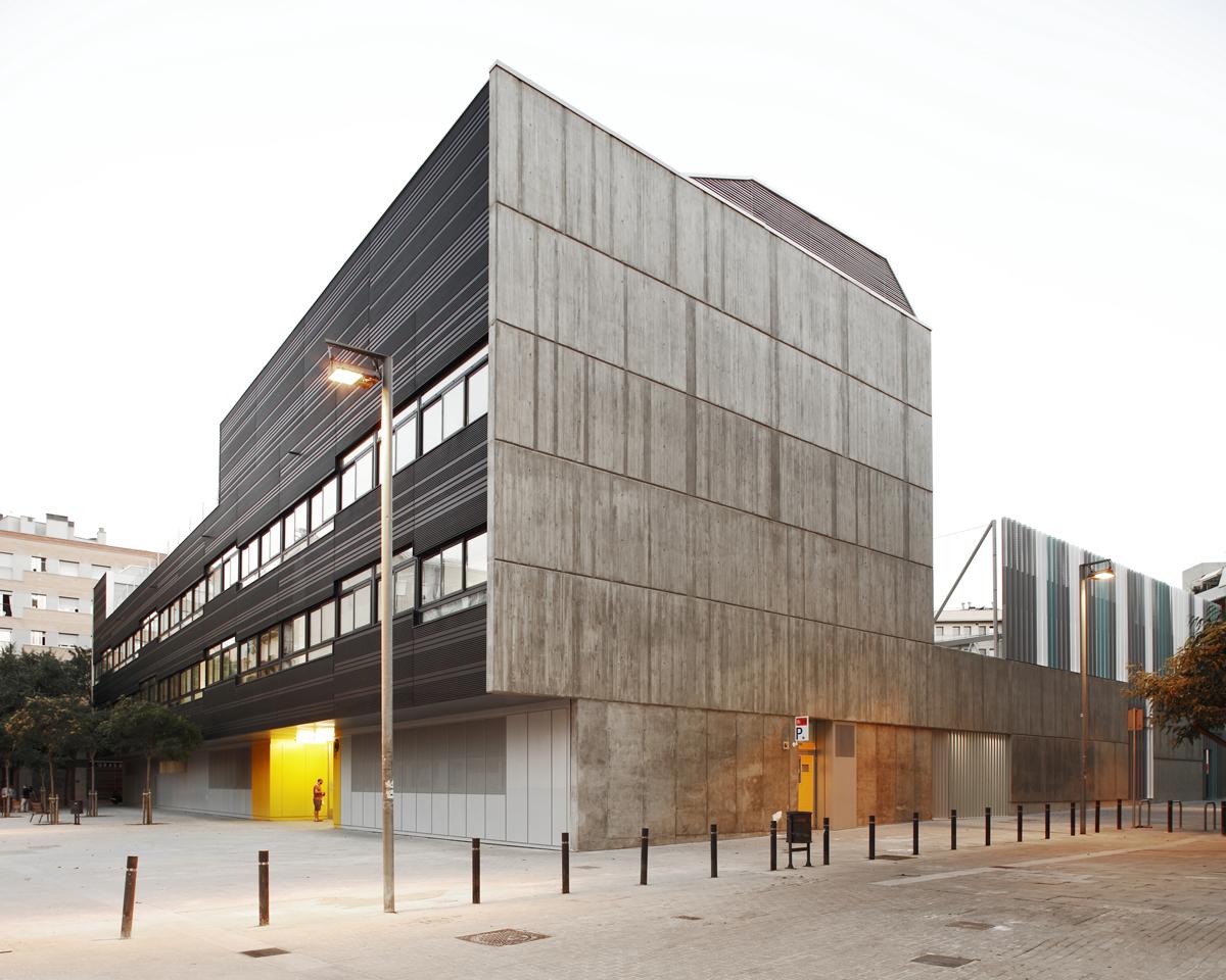Sumo arquitectes yolanda olmo edificio p blico multifuncional en sant mart poblenou hic - Sumo arquitectes ...