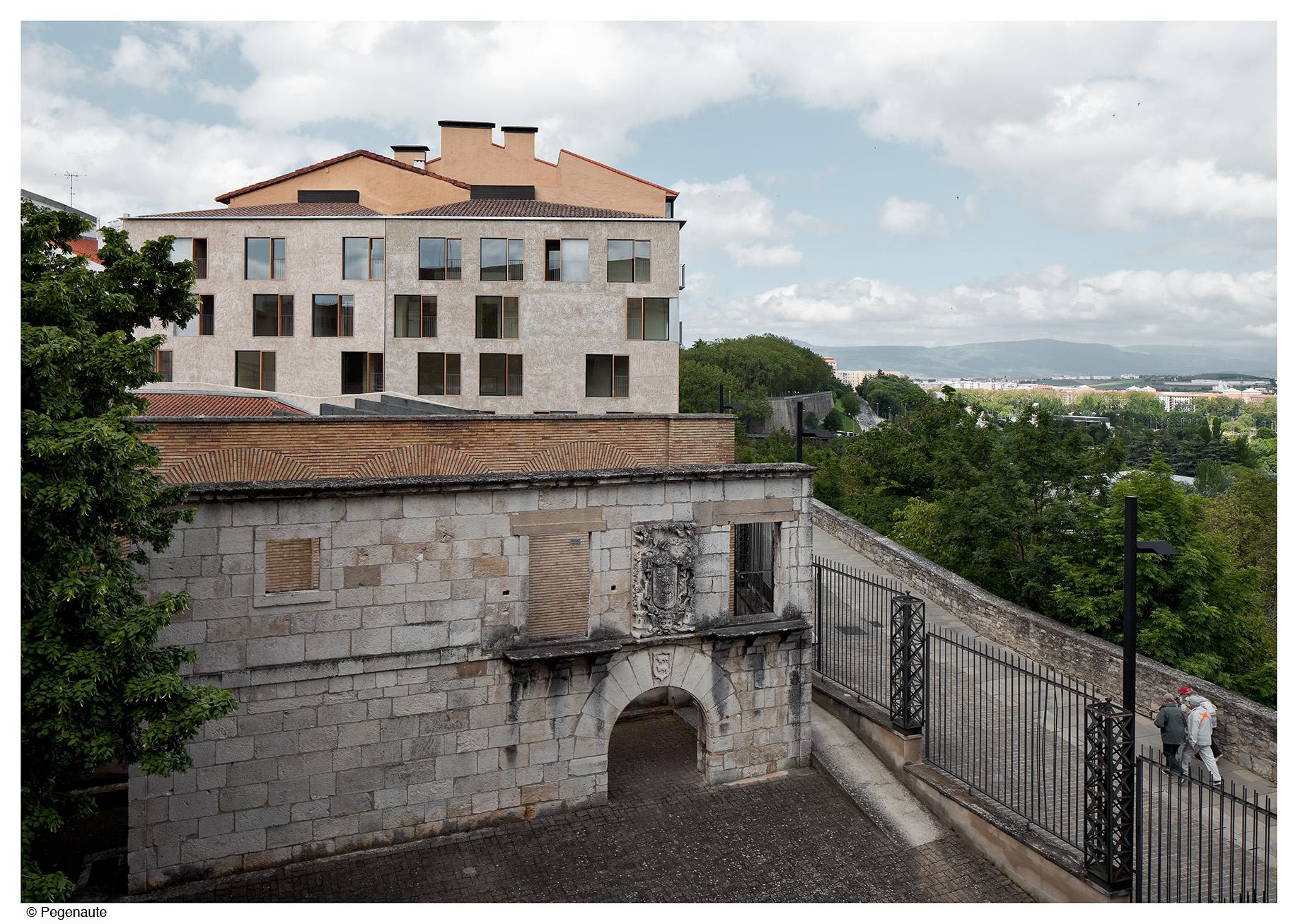 Pereda p rez arquitectos edificio de viviendas en la - Arquitectos en pamplona ...