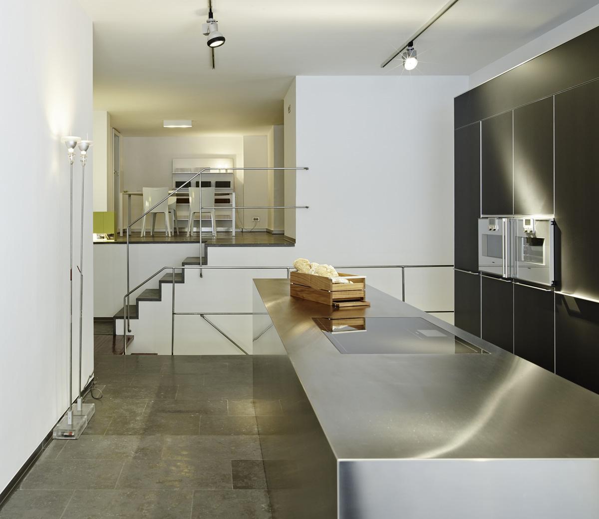 Hic arquitectura estudio vil y blanch showroom de cocinas bulthaup barcelona - Studio barcelona muebles ...