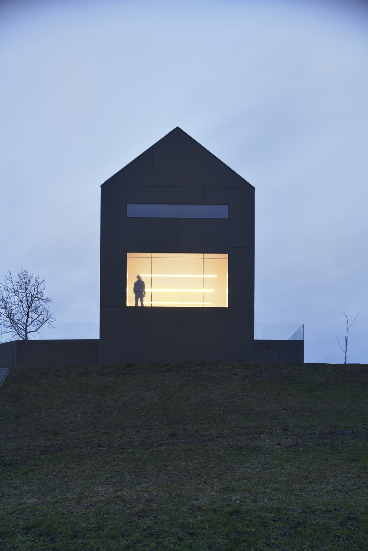 Arhitektura D O O The Black Barn HIC Arquitectura