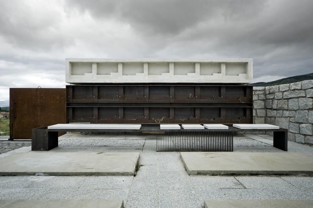 muka arquitectura columbario en robregordo hic