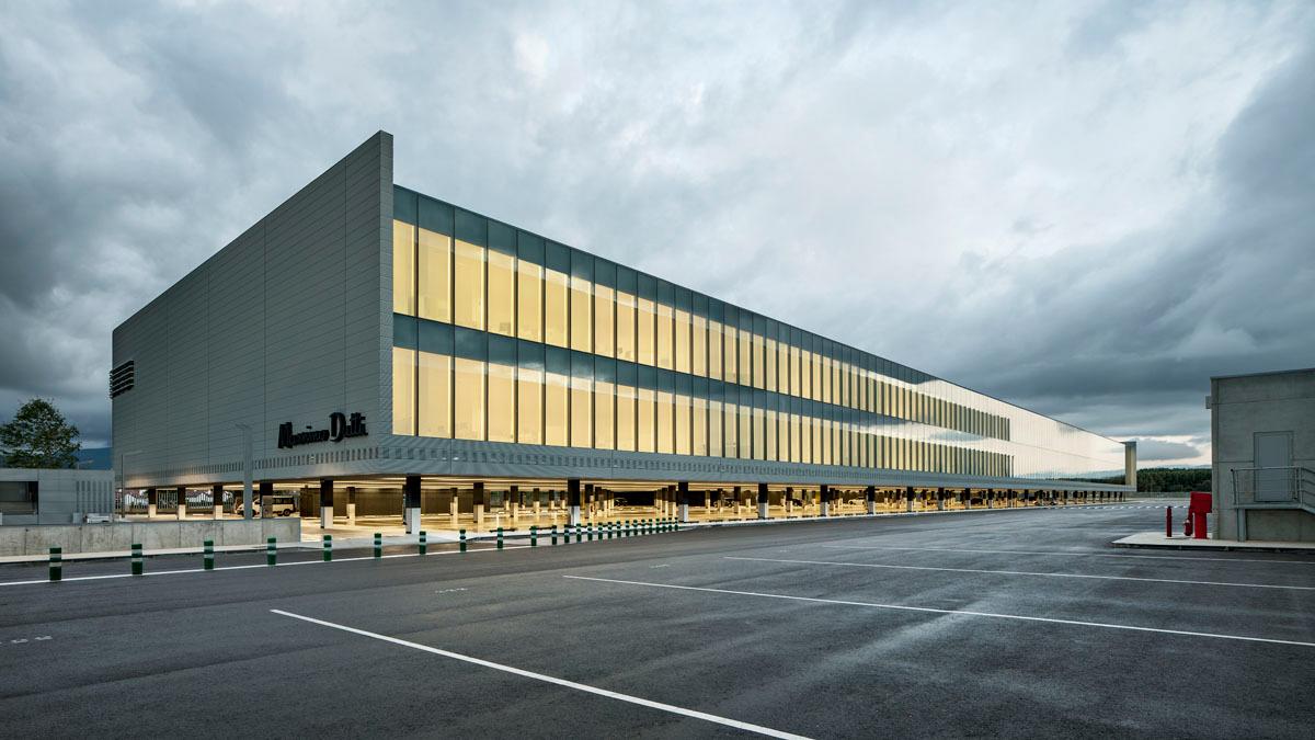 Batlle i roig arquitectes sede central de massimo dutti for Oficinas centrales inditex