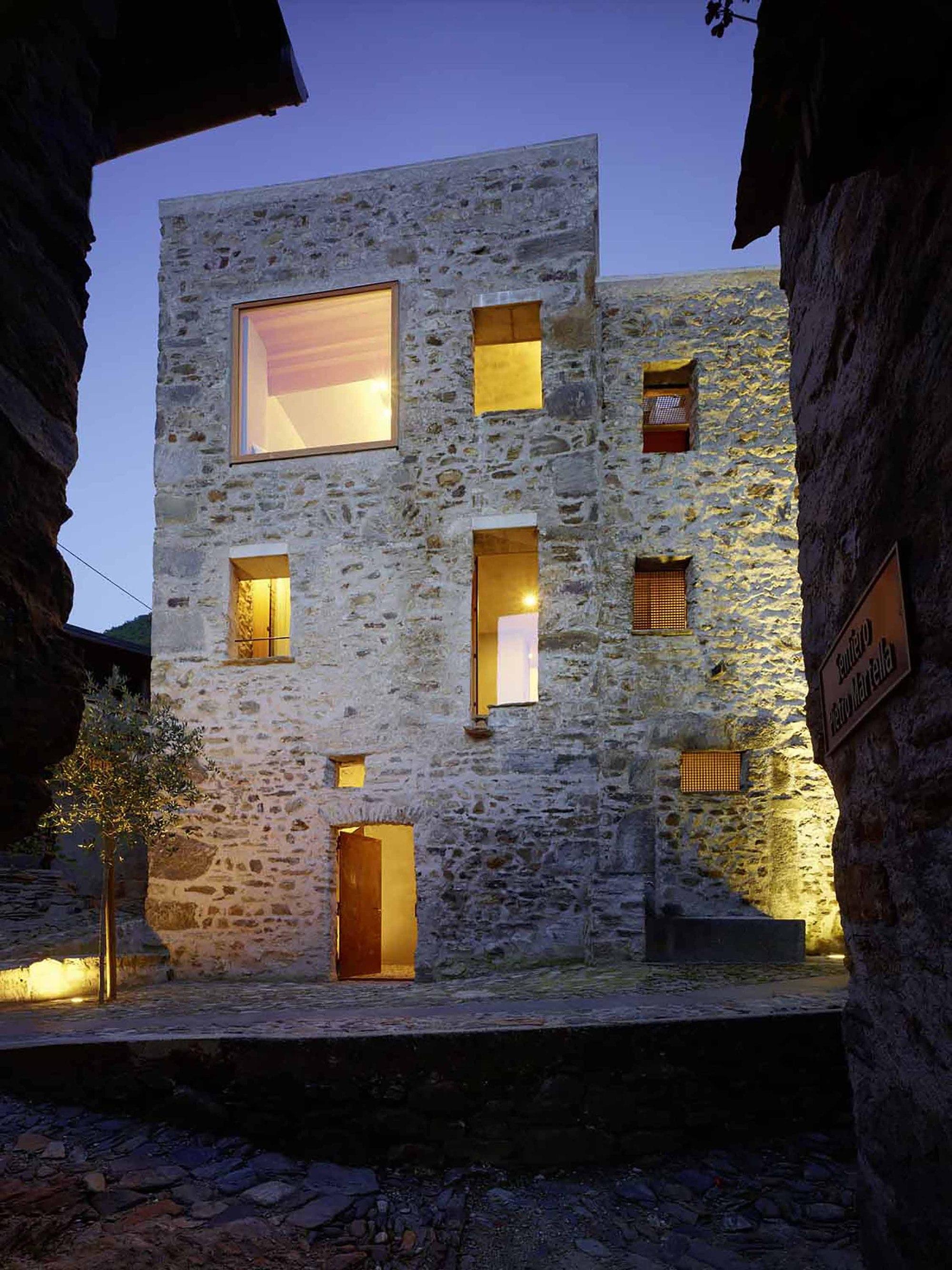 Wespi de meuron romeo architects casa de piedra en - Casa de piedra porcuna ...