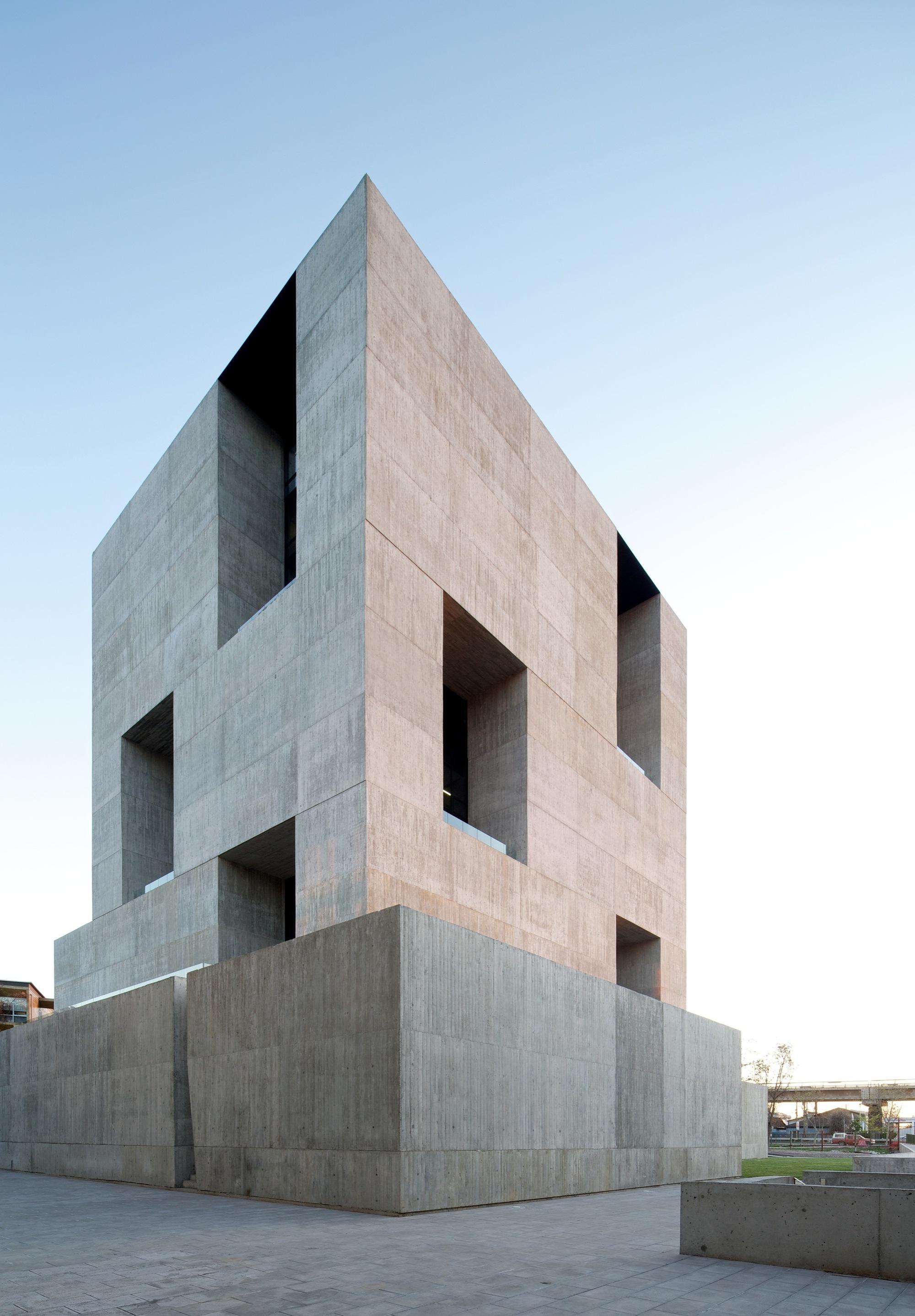 Anacleto angelini alejandro aravena elemental centro - Alejandro aravena arquitecto ...