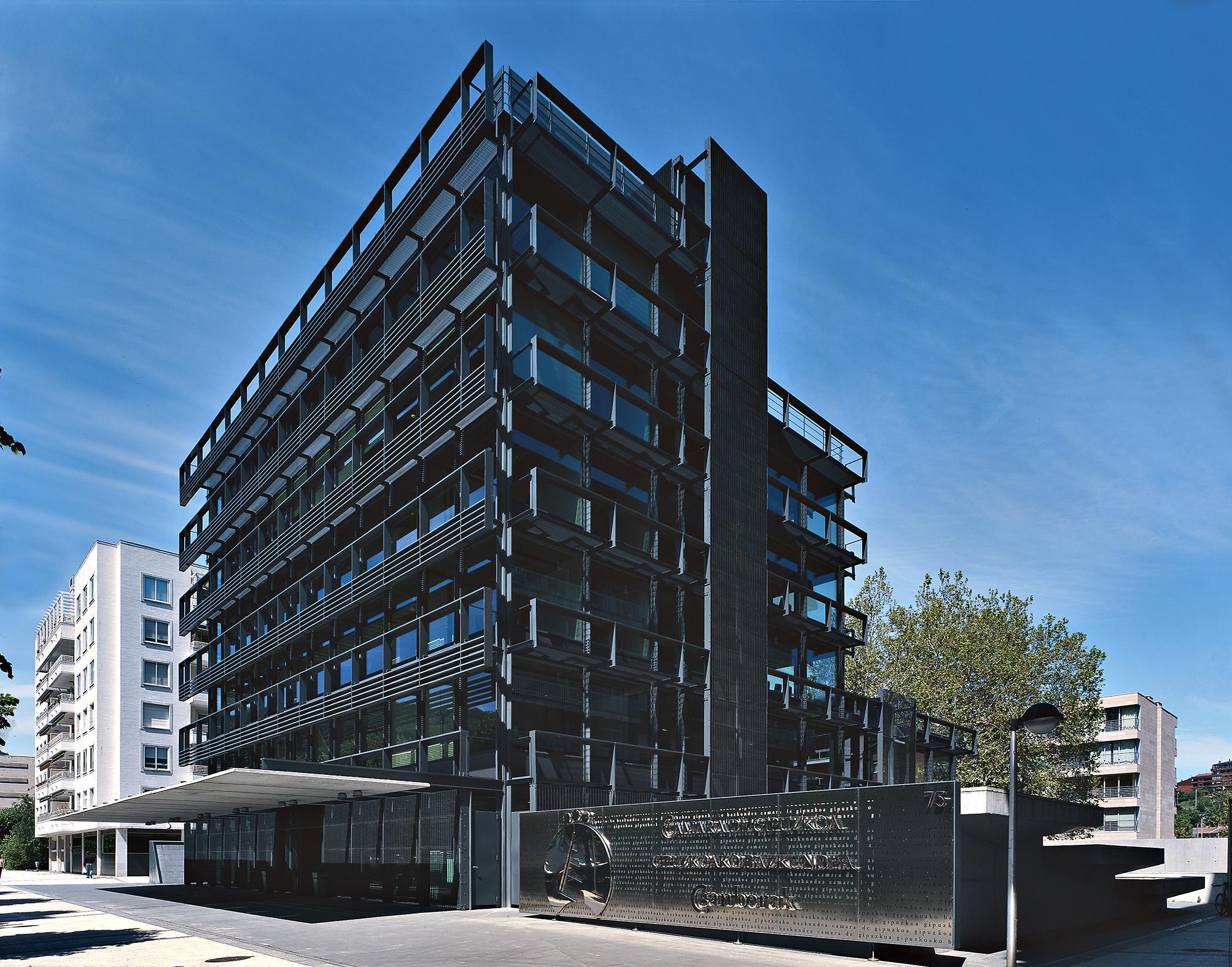 Apezteguia architects c mara de comercio industria y - Arquitectura pais vasco ...