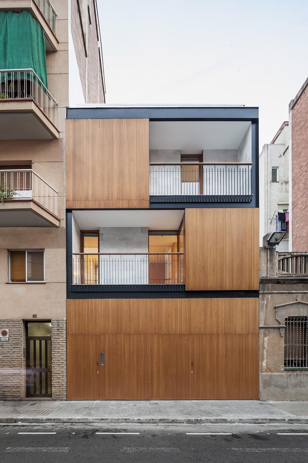 Alventosa morell arquitectes casa cp hic arquitectura for Fachadas de casas modernas entre medianeras