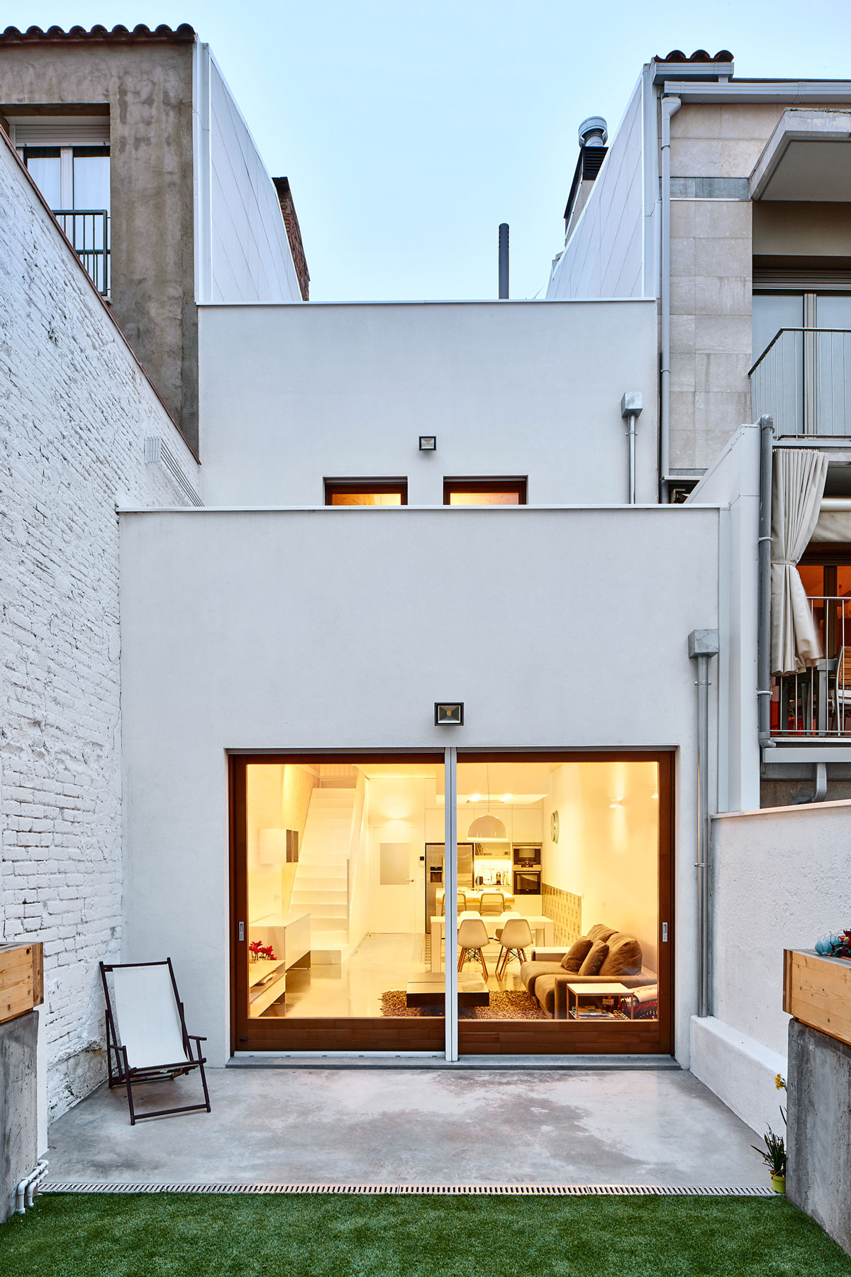 Vallribera arquitectes casa entre mitgeres al centre de for Arquitectura casa