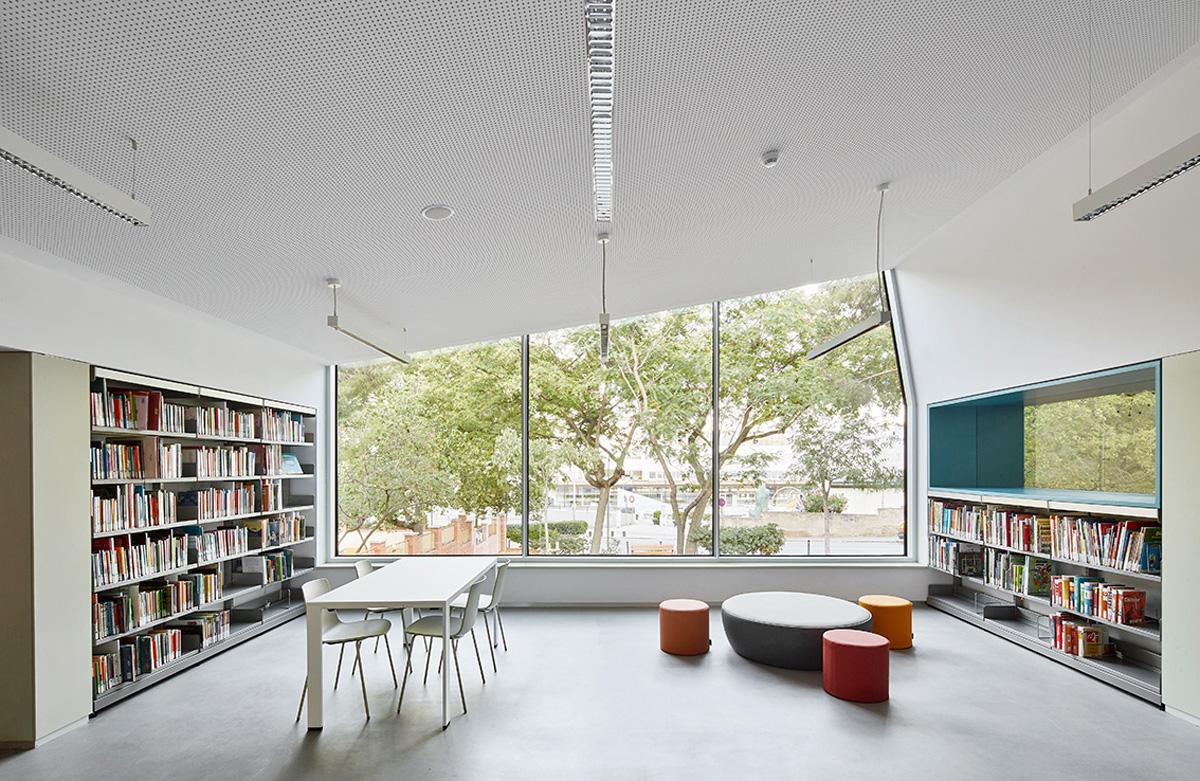 Oliveras boix arquitectes rehabilitaci de la biblioteca for Biblioteca arquitectura