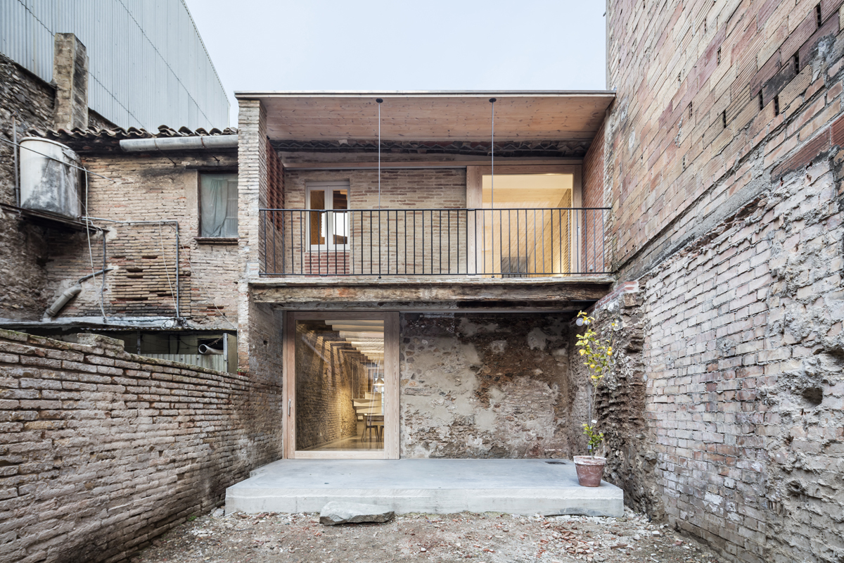 Dataae rehabilitaci n de una casa entre medianeras en sant feliu de llobregat hic arquitectura - Rehabilitacion de casas ...