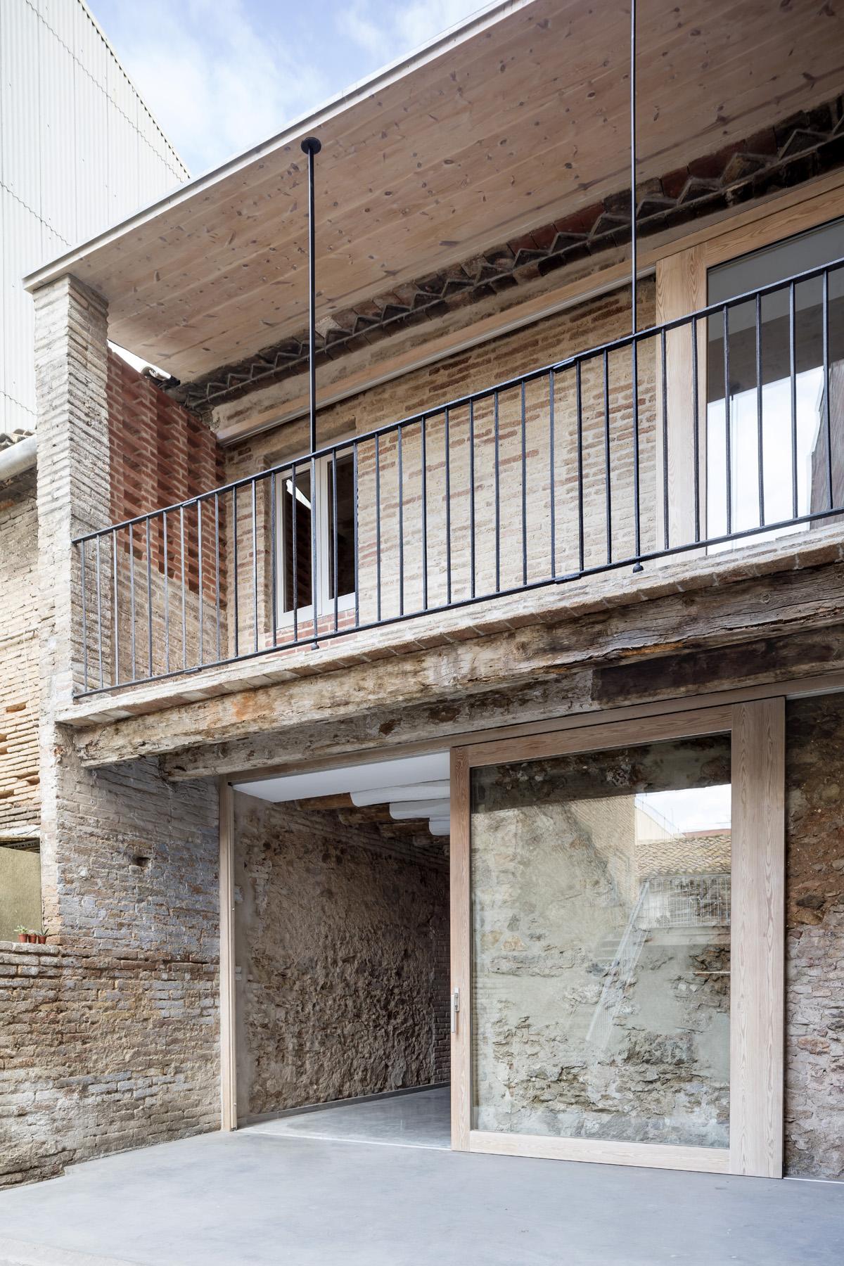 Dataae rehabilitaci n de una casa entre medianeras en sant feliu de llobregat hic arquitectura - Subvenciones rehabilitacion casas antiguas ...