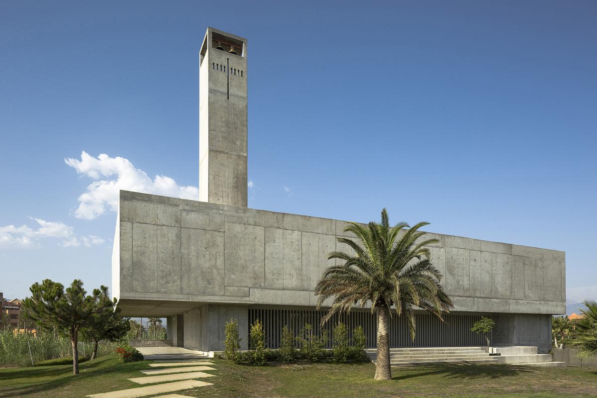 Elisa valero iglesia en playa granada hic arquitectura - Arquitectos en granada ...