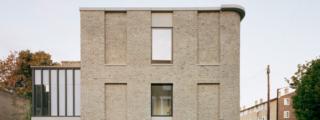 31/44 Architects > Corner house